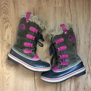 Girls Lace Up Green/Pink Sorel Boots w/ Faux Fur